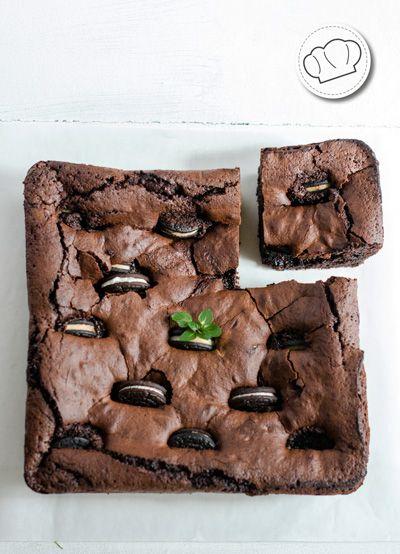 receta de Brownie de chocolate negro con Oreos.