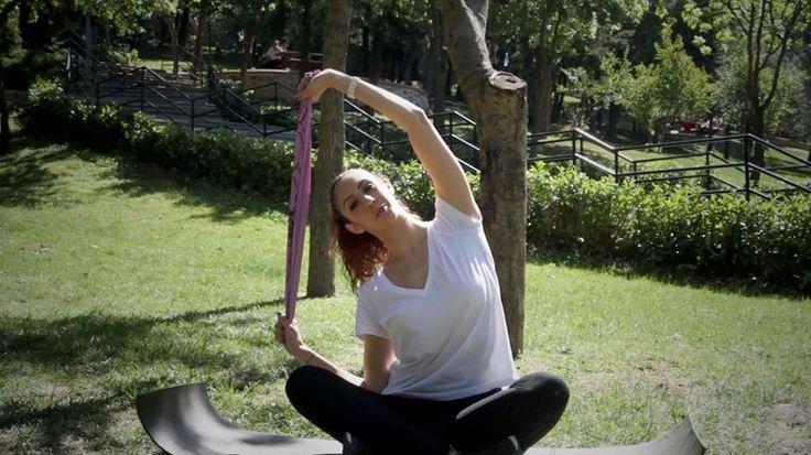 Yaz yaklaşırken pilates eğitmeni Seçin Yenigün'den bel ve sırt egzersizi.