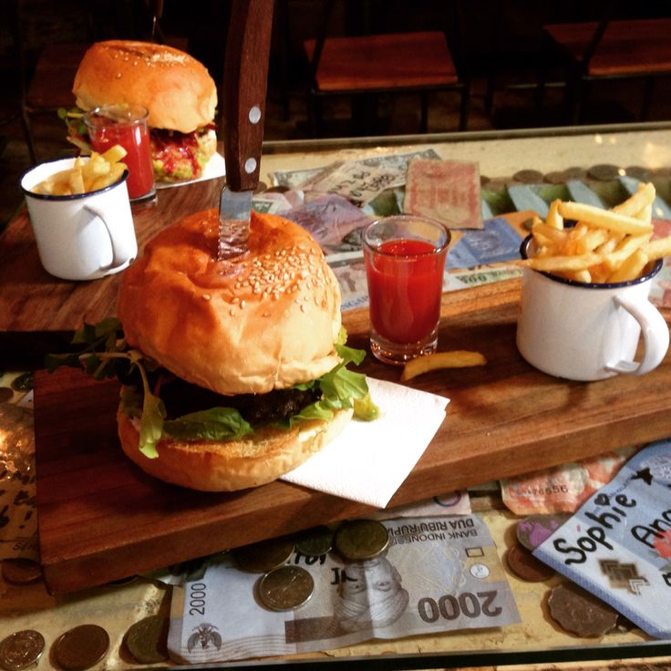 Revolver #coffee and #burgers