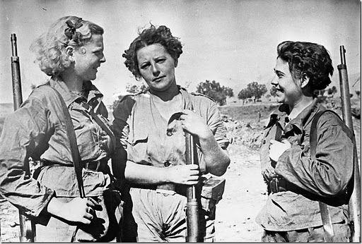 Spanish Civil War: Millician women. Agustín Centellés