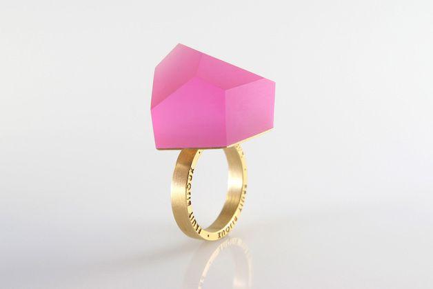Trend Report 2014: Goldener Ring mit pinkem Stein // golden ring with pink precious gem by Fruit Bijoux via DaWanda.com