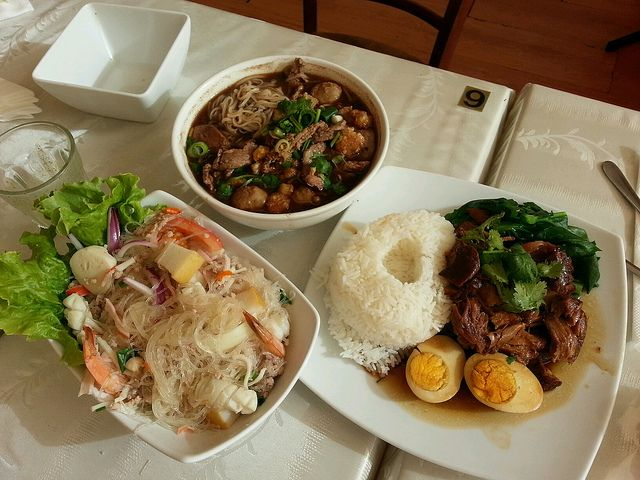 Get familiar with Thai #cutlery and dining styles! Eating the #Thai way :)