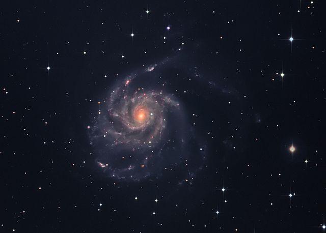 The Pinwheel Galaxy, a face-on spiral galaxy distanced 21 million light-years away in the constellation Ursa Major, by Don Bryden #summerstargazing
