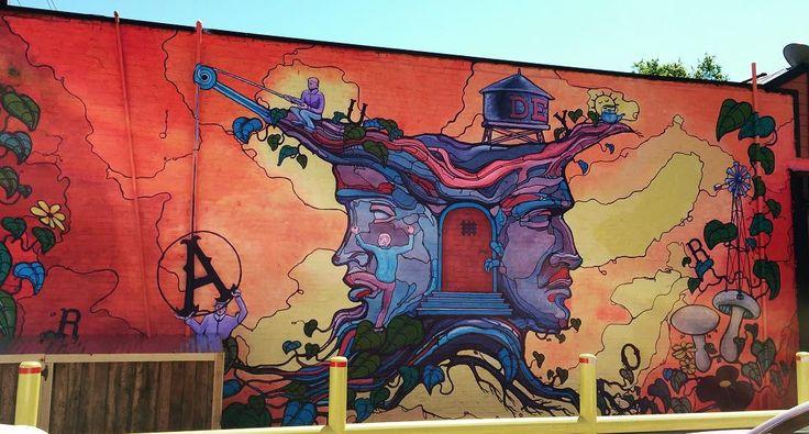 Un peu de couleur dans tout ce gris... #mondaymotivation #colorful #ITX #instatexas #texas #streetart #streetarteverywhere #deepellum #mural #dallas #art #capture #igtexas #abm #colors #francaisauxusa | Photo de @sophie_auz