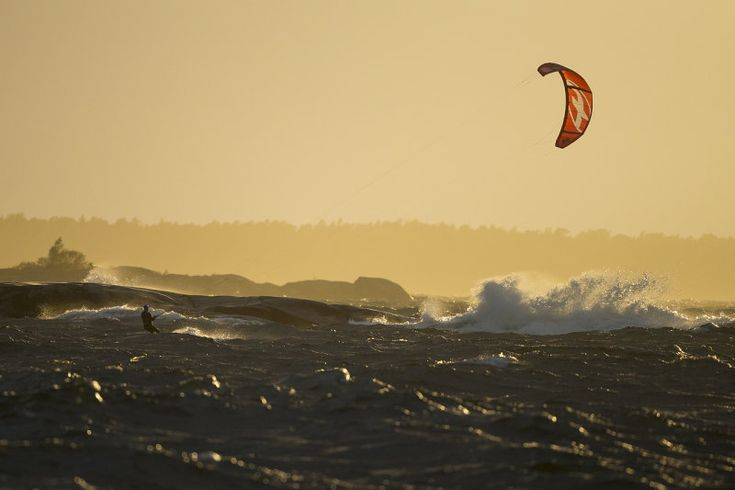 Kitesurfing on Torö december 2013