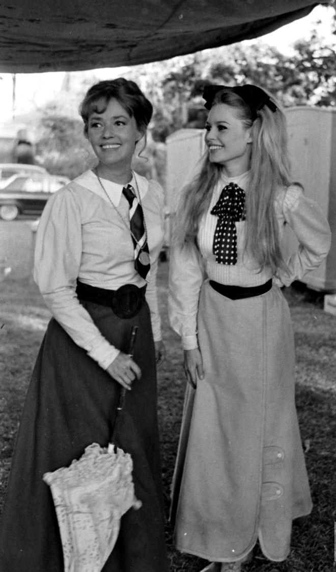 Amazing photo of Jeanne Moreau & Brigitte Bardot
