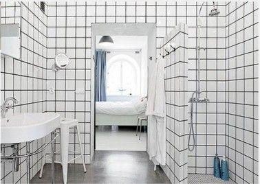 Relooker salle de bain avec carrelage blanc joints noir