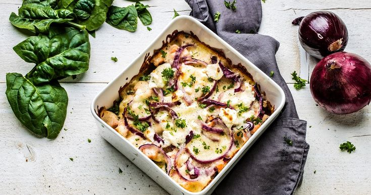 Lasagne er en god klassiker, men har du noen gang smakt lasagne med laks, spinat og fetaost?  Denne kombinasjonen gir rette en deilig og særegen smak - verdt å prøve!