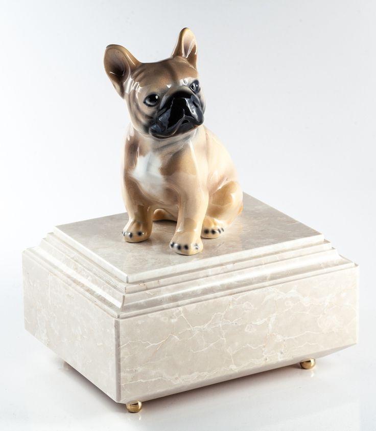 Urne per animali Pets - una linea di urne dedicata ai nostri amici animali, per regalare un'ultima dimora preziosa al tuo amico più fedele.