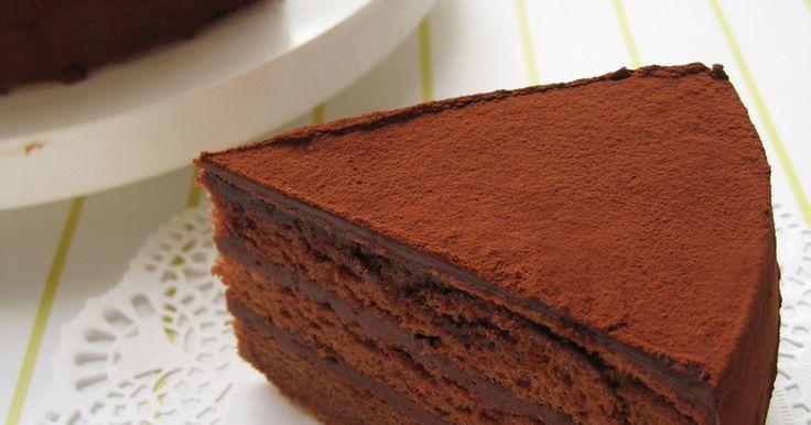 スポンジはしっとりふわふわ。チョコクリームは濃厚で生チョコみたい♡一度味わえば虜に♡簡単です☆つくれぽ2.2万件有難う♡