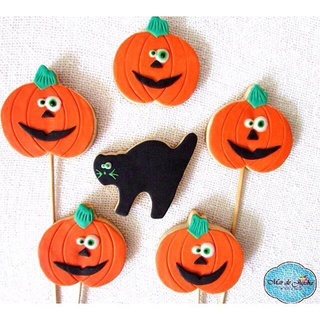 Aqui no #mardejujuba já é Halloween!! 👻👻 Vai fazer festa de #DiadasBruxas ? A dica dos #biscoitosdecorados é imbatível, além de serem gostosos, são uma decoração linda! Encomende já os seus!! 👻🍭 #biscoitosnopalito #halloween #october #31 #scary #spooky #costume #ghost #pumpkin #pumpkins #pumpkinpatch #carving #candy #orange #jackolantern #creepy #trickortreat #trick #treat #instagood #party #holiday #celebrate #bestoftheday #gatopreto #cat #abobora