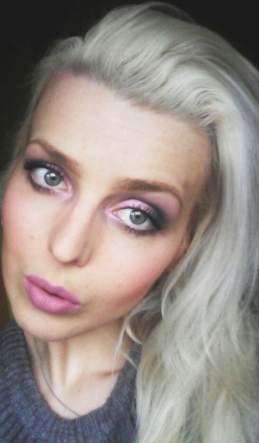 Stylish Blonde: Pink/graphite eyeshadows and matte pink lips! Oczy...