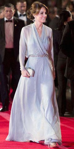 Bir Jenny Packham daha! Bebek mavisi ve lavanta arasında gidip gelen bu parça, uçuş uçuş bir etkiye sahip. - Kate Middleton'ın Abiye Stili - Elsa & Bambi Blog - http://www.elsaandbambi.com/blogs/news/92911489-kate-middleton-davetlerde-dusesin-abiye-stili