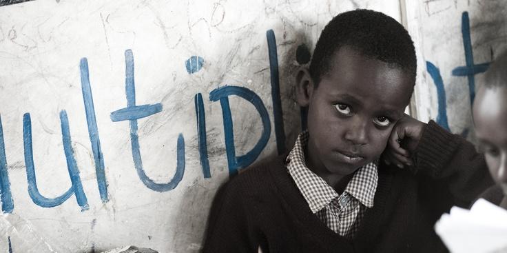 Kindje op school in Kenia.