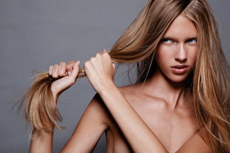 Saçları Parlak Göstermenin Yolları Parlak saçlar hem kadınların hem de erkeklerin sahip olmak istediği sağlıklı saçın bir göstergesidir. Sağlıklı görünen parlak saçlara ulaşmak ise sanıldığı kadar zor değil. Yapacağınız bazı uygulamalar ile matlaşan ve parlaklığını yitiren saçlarınızı eski ışıltısına kavuşturabilirsiniz. Günlük hayatınızda kolayca uygulayabileceğiniz saç parlaklaştıran önerileri sizin için paylaşıyoruz. Saçların Parlaklığını Arttıran Uygulamalar Bunun …
