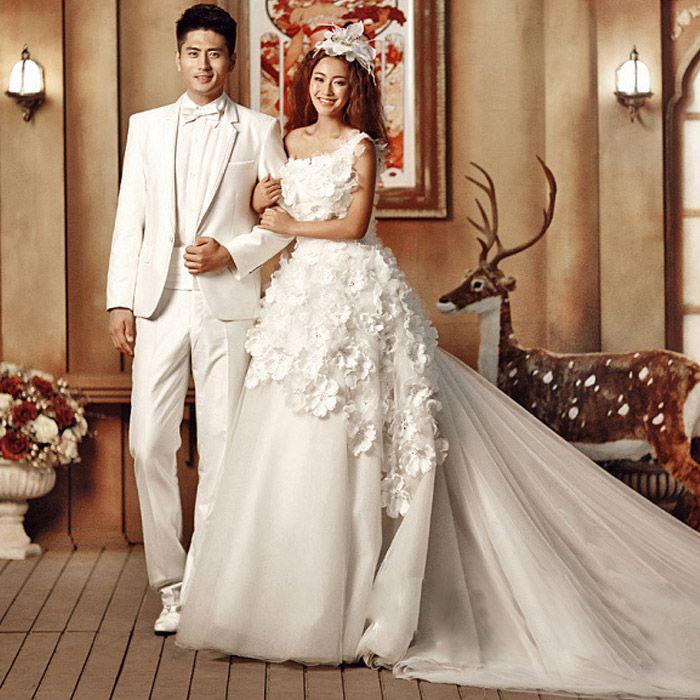 robe de mariée d\'épaule  seule et de fleurs et de grande fuite 682