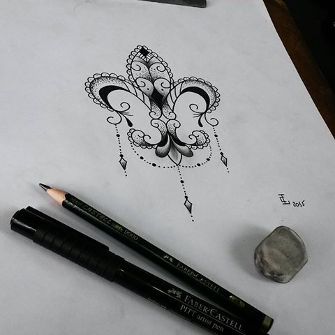 Rascunho para uma cliente minha. Flor de Lis! #tattoocaldara #tattoo #inspirationtattoo #tatuagem #tatuagensfemininas #tattoos_of_instagram #outlawstattoo #instatattoo #tattoolovers #tattooforever #tattoofeminina #dotwork #dotworktattoo #pontilhismo #pontilhismotattoo #flordelis #flordelistattoo #flowertattoo #tattoolife #tattooartist #tattoolife #tatuaje #tattoos #petropolis #tattooink #tattooflash #tattoodelicada #tattooart