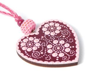 Mintapalinta POP Wooden Heart-shaped Pendants, Handpainted with Hungarian Floral Embroidery Motives / Purple, or Blue
