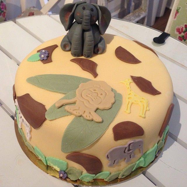 Tårta!!! #djungel #jungle #cake #tårta #birthday #födelsedag #party #fest #elephant #elefant #lion #lejon #zebra #giraff #handmade #homemade #sugarpaste #catering #göteborg #linné #gbgftw