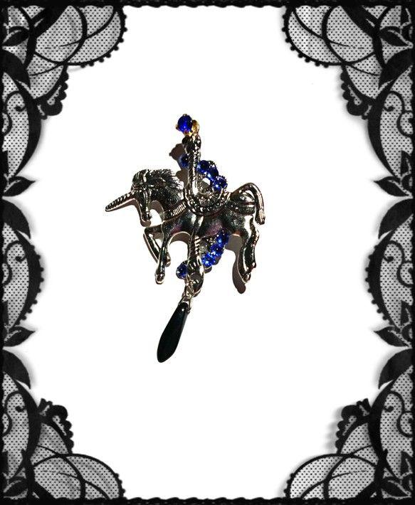 進撃の巨人のジャンイメージイヤーカフを作ってみました!(^^)!ジャンは馬イメージですがあえて今回は大きなユニコーン、スワロフスキーサファイア、crystal...|ハンドメイド、手作り、手仕事品の通販・販売・購入ならCreema。
