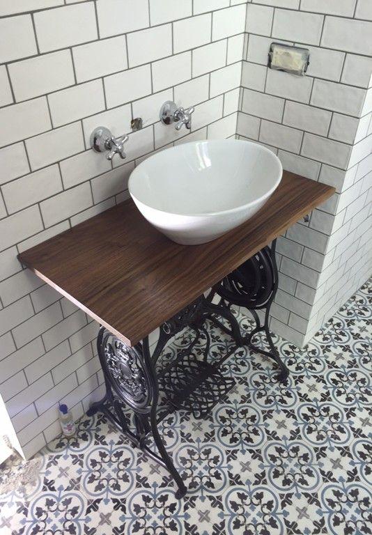 17 meilleures id es propos de carrelage de salle de bains r tro sur pinterest salles de for Carrelage salle de bain vintage