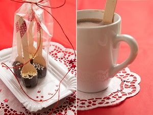 Since I thought about making hot chocolate on sticks (aka spoons) as edible Christmas presents I seem to stumble upon them everywhere. With everywhere I do not only mean the virtual world, I especially mean ...