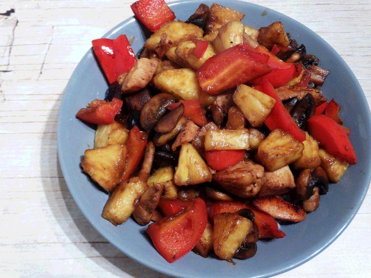 Rijst met ananas en kip daar kan ik al jaren van genieten. Klik op de link van het recept en ontdek hoe jij dit heerlijke maaltje voor jezelf kan maken.