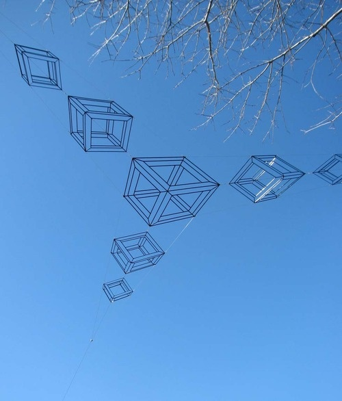 Neil Dawson - Cubes, St Andrews College, Christchurch, New Zealand (2010)    [found at actegratuit]
