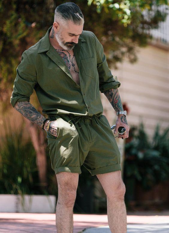 Macacão Masculino, Jardineira Masculina. Macho Moda - Blog de Moda Masculina: MACACÃO MASCULINO: Dicas para Usar e Inspirar! Moda para Homens, Como usar Macacão masculino, Dicas para Usar Macacão Masculino, Macacão Verde Militar, macaquinho masculino