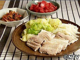 しっとりゆで豚 キムチ添え Kewpie QP 2010Jun04  TIP miso softens pork.  Roll boiled cabbage for easy serving.