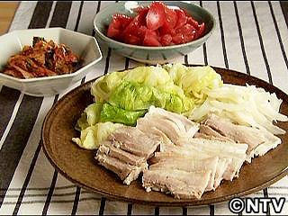 しっとりゆで豚 キムチ添え Kewpie QP 2010Jun04  TIP miso softens pork.  Roll boiled cabbage for easy serving.