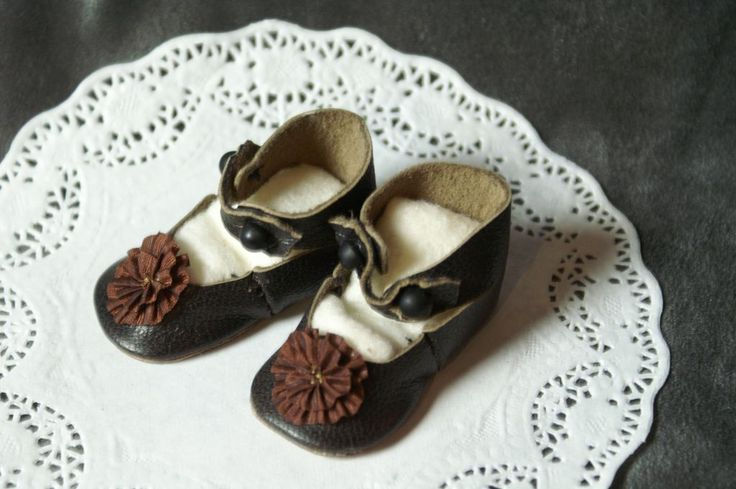 CM Styled Shoes in Softest Leather w/ Rosettes sz. 5