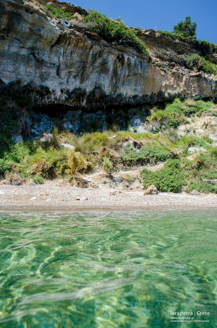 A wonderful secluded beach with emerald green waters in Ferma village, east of #Ierapetra.|                                        Μια πανέμορφη σμαραγδένια παραλία στα Φέρμα, ανατολικά της Ιεράπετρας.     (CC-BY-SA 3.0)