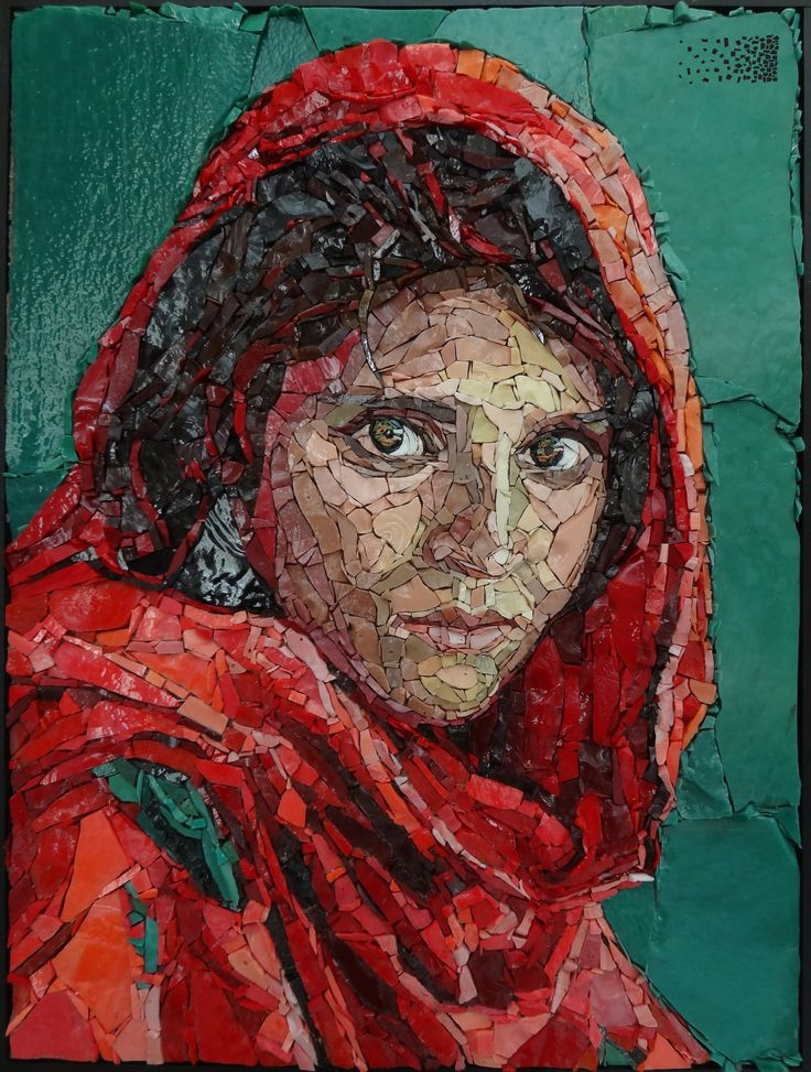 Mosaic portrait The Afghan Girl. Photo by Steve McCurry, mosaic by Anouk Rosenhart. www,rosenhartmosaics.com