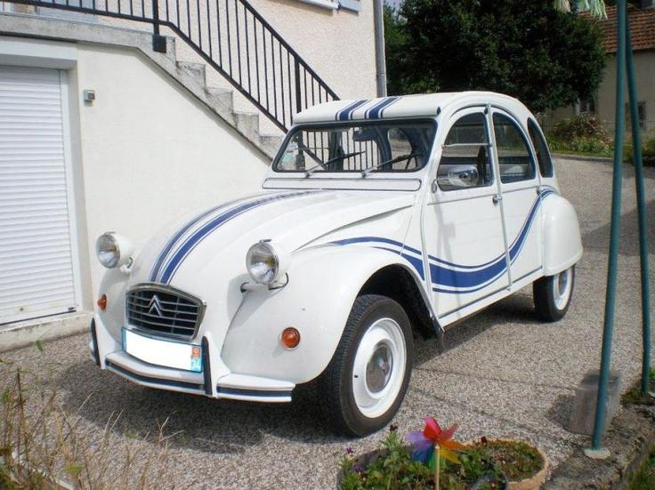 Citroen 2cv France 3 Une Voiture De Collection Proposee Par Georges B 2cv Citroen 2cv Voitures De Collection