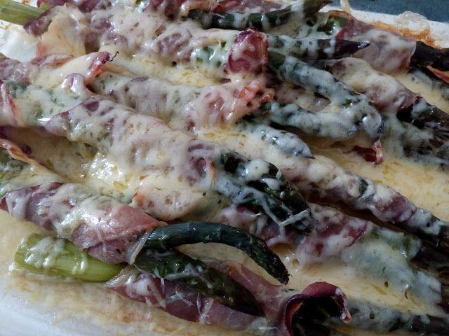 """""""Co w kredensie piszczy"""": Zapiekane szparagi z szynką i serem"""