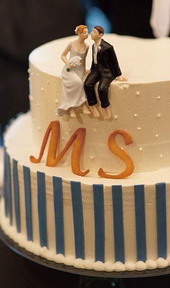 結婚式場写真「流行のケーキトッパーを乗せたウエディングケーキも♪」 【みんなのウェディング】