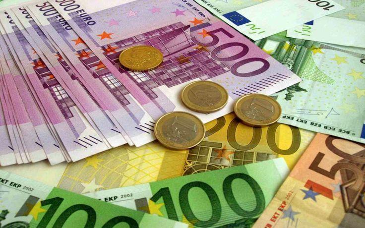 LE 7 PAURE INFONDATE SULL'USCITA DALL'EURO - DIFFONDI!  1) Mutuo I mutui verranno convertiti nella nuova valuta il giorno di uscita dall'euro, per chi ha il tasso variabile questo rimarrà comunque legato all'euribor e quindi stabile. Sul fronte dei mutui gli italiani ne beneficeranno.  2) Inflazione Se pensiamo che i beni (casa, macchina, telefono) che vogliamo comprare scenderanno di prezzo non spendiamo e l'economia si ferma. Questo è quello che succede oggi con la deflazione. Un po' di…