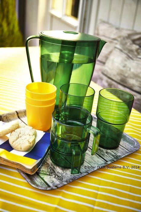 O carafă ce ține limonada rece mai mult timp: tubul din mijloc poate fi umplut cu apă şi îngheţat.                                                                          SOLFINT, Carafă+capac, 19,99 lei
