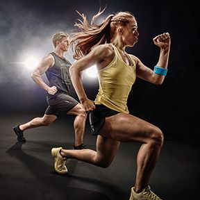 two people in a Les Mills BODYATTACK™ class