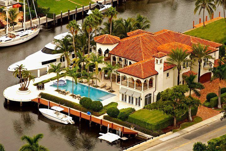 Invite to all of my friends to come to my Villa in Miami Beach; plenty of room for everyone.