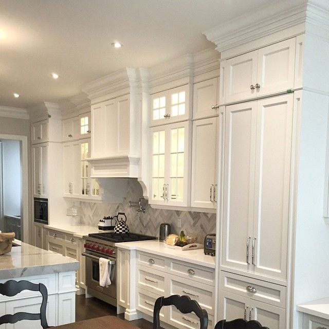 Transitional kitchen just finished this one #custom #cabinets #design #elegant #granite #homeideas #interiordesign #island #kitchen #lovethis #modern #Napavalleykitchens #pantry #painted #storage #transitional #torontodesign #valance @inspire_me_home_decor @the_real_houses_of_ig