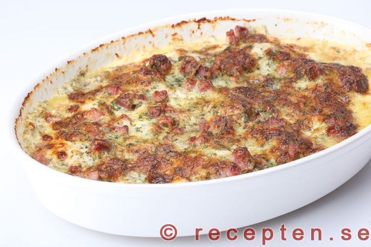 Kycklinggratäng med bacon och persilja - Recept på kycklinggratäng - kyckling i god sås med grädde, bacon, ost, smaksatt med persilja och senap. Gott och enkelt! Bilder steg för steg.