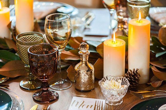 Ένα minimal theatrical χριστουγεννιάτικο τραπέζι by My Best Wishes Events | The Wedding Tales Blog