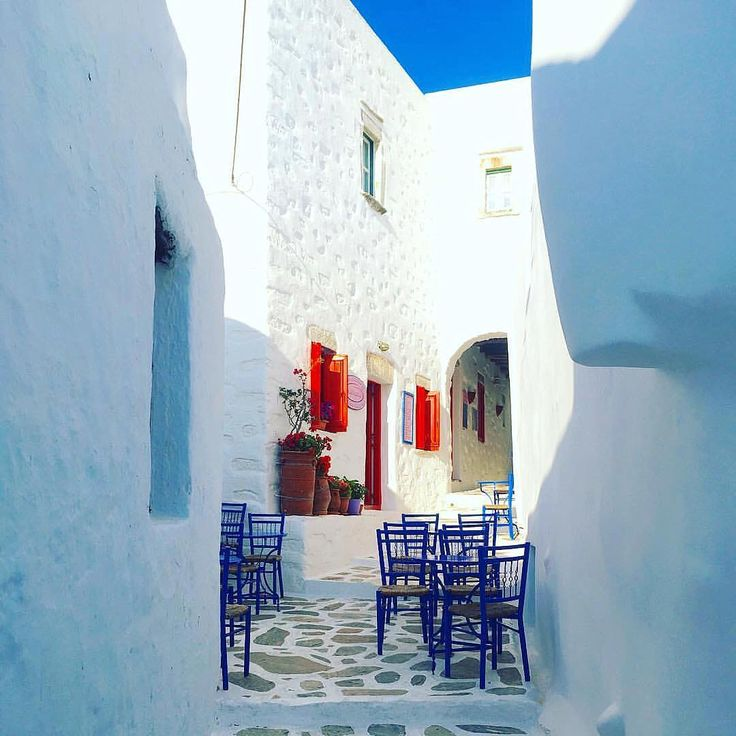 Amorgos island (Αμοργός). Fantastic colorful alley with calmness atmosphere in the air ❤️.