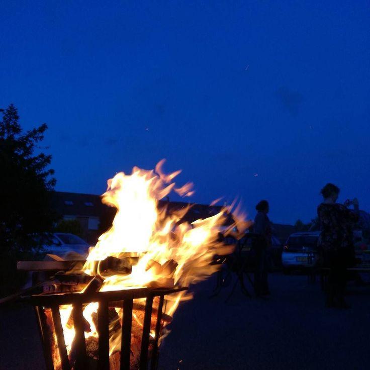 #relax #weekend #bier #Netherlands #Zeeland #flame #hot #smoke #evening #light #landscape #burnt #water #dusk #dark #outdoors #energy #travel #traveling #visiting #instatravel #instago #sunset #heat #people #moon #burn