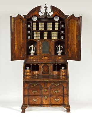A Rare 1740 Irish George II Period Walnut Bureau Bookcase Attributed to the Kirchoffer Family - Apter-Fredericks Antique Furniture, Bookcases Dealer London