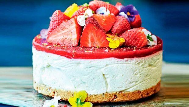 Strawberry daiquiri-cheesecake med rom og lime | femina.dk