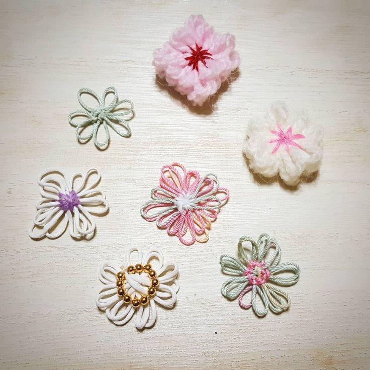 春が近づいてくるとお花が恋しくなりませんか♡そこで!可愛いお花モチーフを探してみましたよ〜!冬で使った毛糸やリボンなど余っていたらラッキー♪「花あみルーム」を使うと、バリエーションいっぱいの可愛いお花が作れちゃうんです♡見ているだけでも楽しい〜♪
