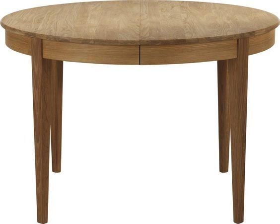 Norrgavels runda matbord! Den traditionella formen har fina detaljer med benens raka utsida och den rundade bordskanten. Finns i björk eller ek.